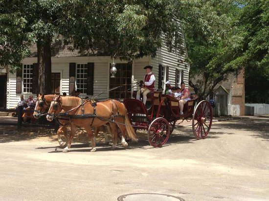 Colonial Williamsburg : Carriage Rides