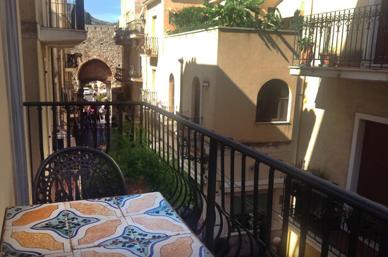 Hotel Taodomus: Balcony overlooking the historical centre