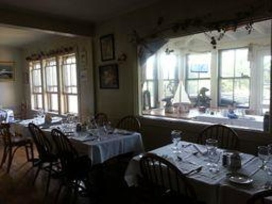 Brooklin Inn: dining room