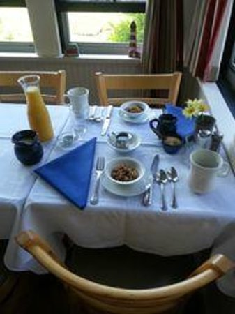 Brooklin Inn: the breakfast table all ready and waiting