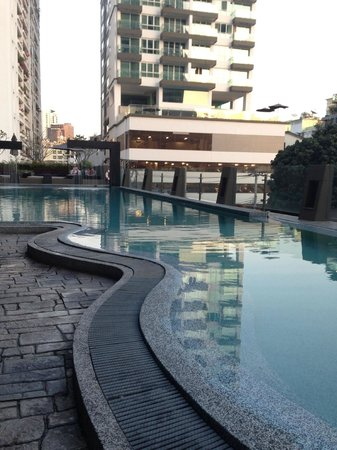 Golden Tulip Mandison Suites: cool s.pool