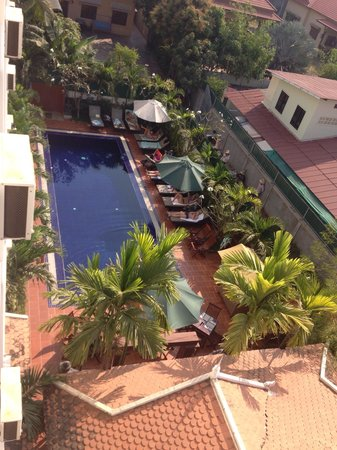 MotherHome Inn : View from room 402 to pool