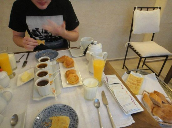 Riad Cherrata : Our wonderful breakfast - and we did eat all of it :)