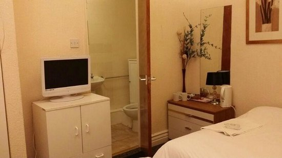 Fortuna House Hotel : family room - value for money