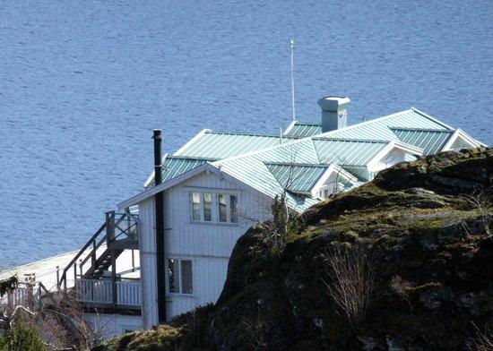 Slussens Pensionat: Huvudbyggnad i vattenlinjen