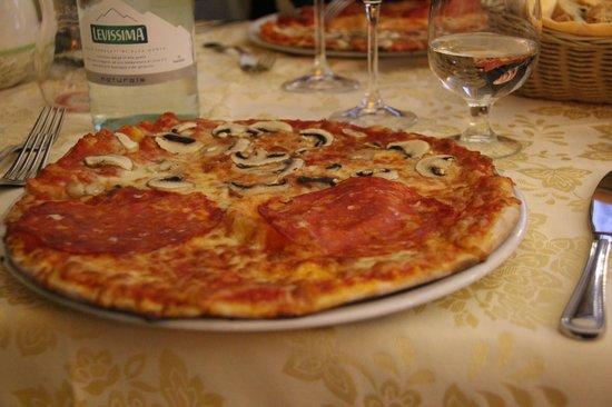 """Osteria del Pegno: Shared """"Funghi"""" and """"Salame"""" Pizza"""