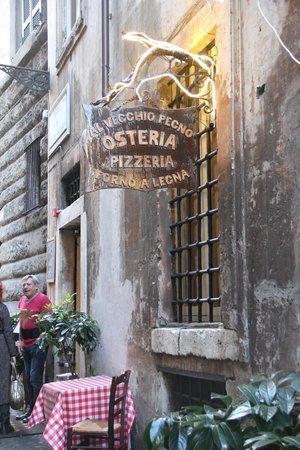Osteria del Pegno: Outside the restaurant