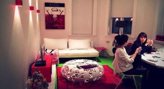 Apartment K : 三人房的小客廳