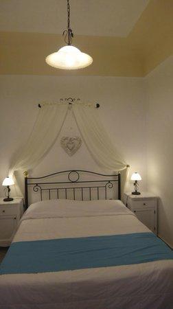 Reverie Santorini Hotel: Bedroom