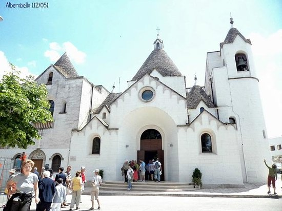 I Trulli di Alberobello - World Heritage Site: Trullo doble para la iglesia de San Antonio