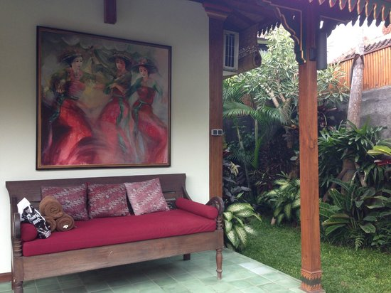 Villa Berawa: a nice sofa by the pool