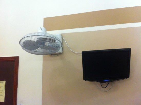 Notting Hill Gate Hotel: ventilatore .. per asciugarsi i capelli?