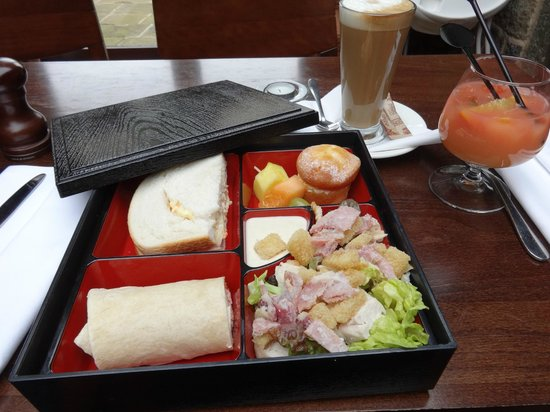 Tankersley Manor Hotel - QHotels: Lunch