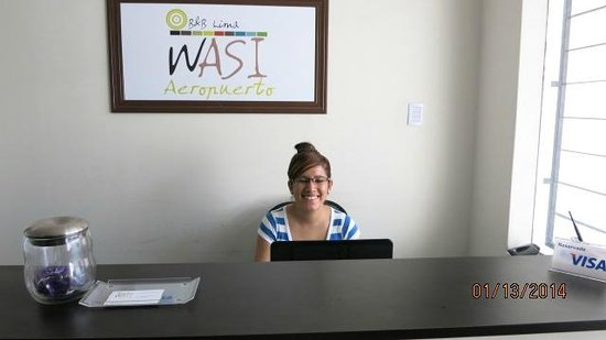 B&B Wasi Aeropuerto Lima : Sinthya at the front desk