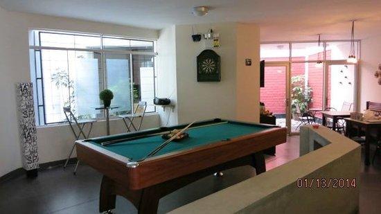 B&B Wasi Aeropuerto Lima : Pool table in the lobby