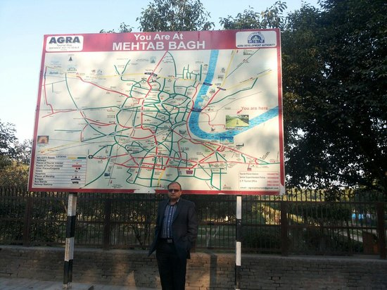 Mehtab Bagh: Map at enterance
