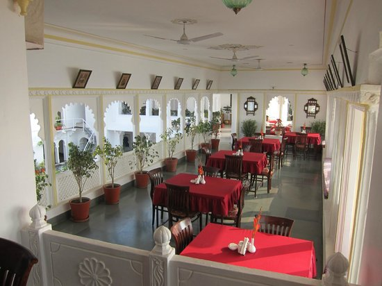 Jagat Niwas Palace Hotel: beautiful dining room!