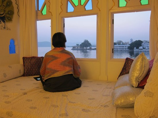 Jagat Niwas Palace Hotel: finishing a sunset... it did cool down a bit...