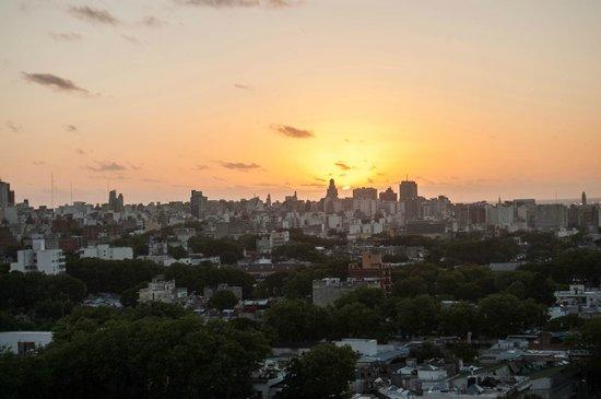 Days Inn Montevideo: Vista para a Cidade Velha e Porto