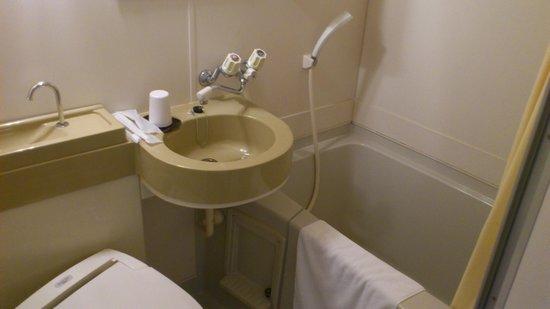 Hakataekimae SB Hotel: 風呂は普通