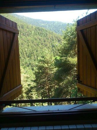 Hotel Camp del Serrat: Окно