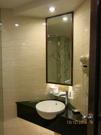 Sanouva Saigon Hotel: Bathroom