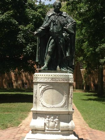The College of William and Mary : Statue of Lord Botetourt