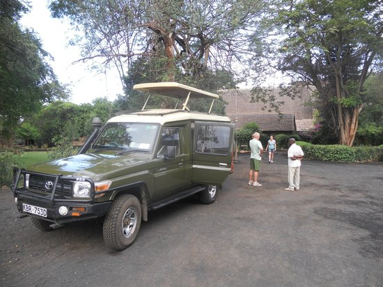 Julius Tact Safaris - Private Day Trips: Baker and our 4x4