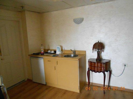 Addar Hotel: Kitchen