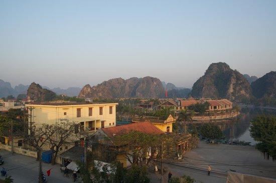 Duc Tuan Hotel: Vue depuis le balcon au 2e étage