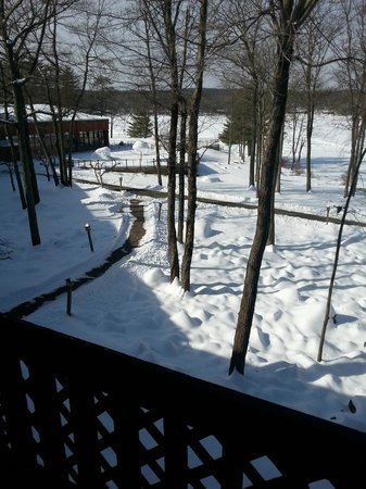 Woodloch Pines Resort: Some of the pathways near the lake