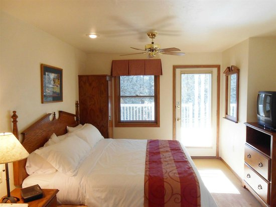 Pheasant Park: 2 Bedroom Suite Bedroom