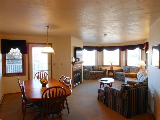 Pheasant Park: 3 Bedroom Suite Living Room Area