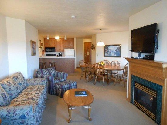 Pheasant Park: 3 Bedroom Suite Living Room