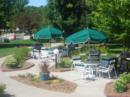 Pheasant Park: Outdoor Grill Area