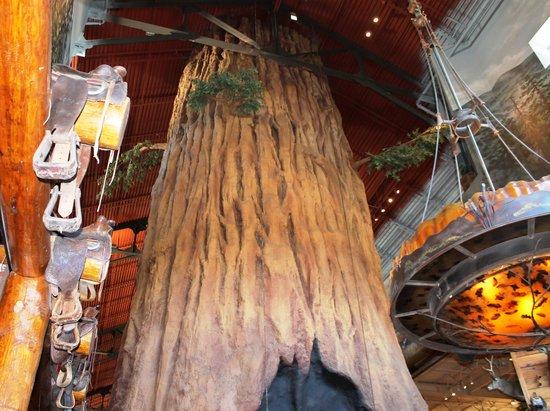 Bass Pro Shop: il grande albero al centro