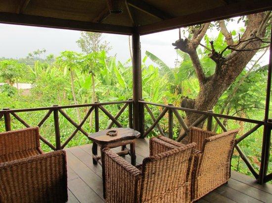 Ambureni Coffee Lodge: Vue depuis le hall/salon