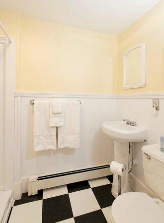 Kennebec Inn: Captain Reed Private Bathroom