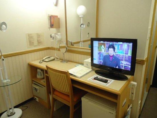 โตโยโกอินน์ปูซาน No.1: 客室内(机とテレビ)