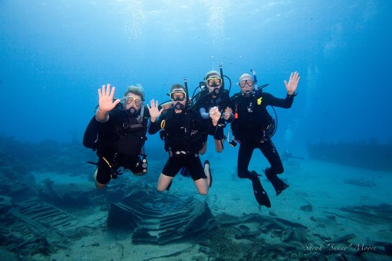 Pirate Divers: Our divers on the Oro Verde