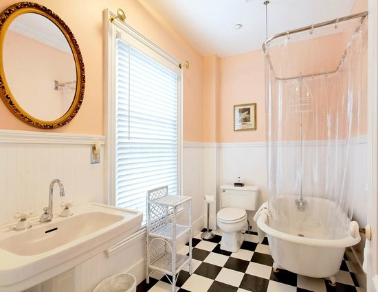 Kennebec Inn: Captain Perkins Private Bathroom