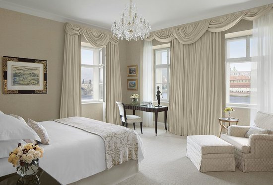 Four Seasons Hotel Prague: Premier Suite bedroom in Neo-Classical building