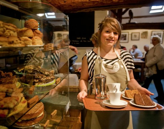 Low Sizergh Barn Tea Room : Enjoy a hearty cooked breakfast, a light lunch, or an irresistible farmhouse tea
