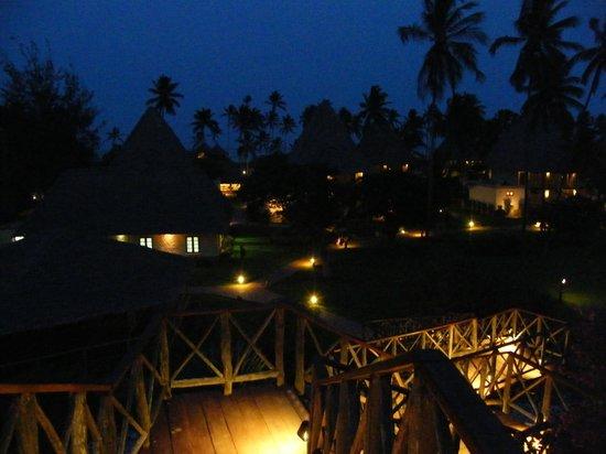 Neptune Pwani Beach Resort & Spa: Ambiance nocturne...