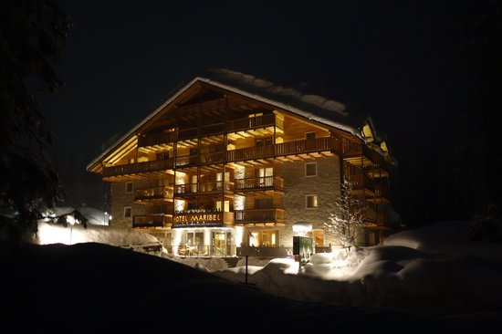 Hotel Maribel: Hotel night view