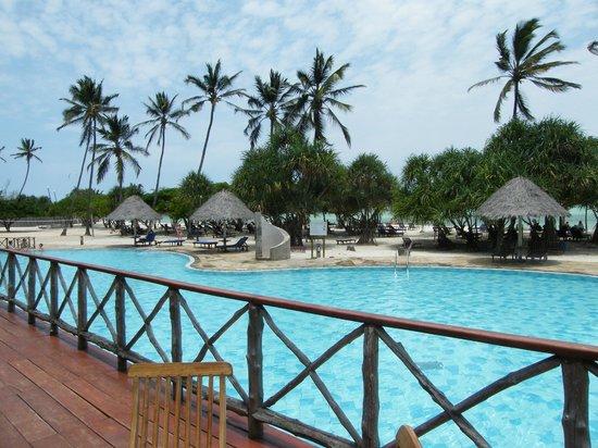 Neptune Pwani Beach Resort & Spa: vue du bar/snack