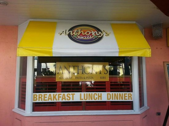 Anthony's Grill: outside and there is seating here to