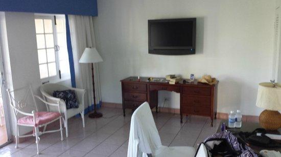 Couples Sans Souci : Livingroom