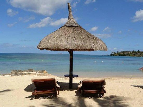 Maritim Resort & Spa Mauritius : Liegen am Strand