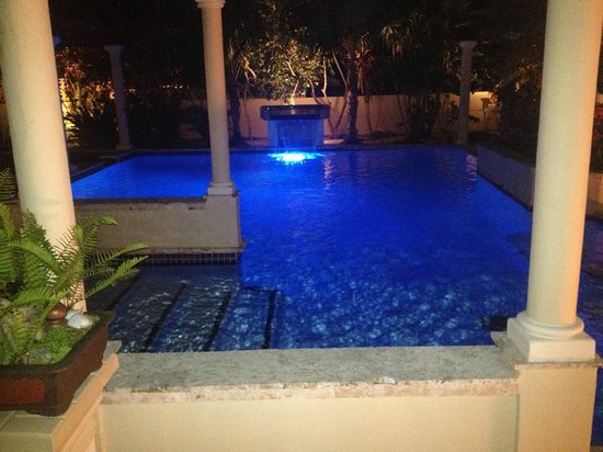 Blue Boy Inn: The pool at night
